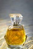Piękny jest kwadratowy z kobiety ` s pachnidła butelką Zdjęcia Royalty Free