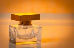 Piękny jest kwadratowy z kobiety ` s pachnidła butelką Zdjęcie Royalty Free