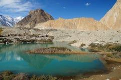 Piękny jezioro i góry w Północnym Pakistan Obrazy Royalty Free