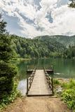 Piękny jezioro i molo zdjęcie stock