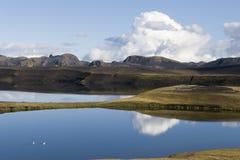 piękny jezioro kształtuje teren montain odbicie Zdjęcia Royalty Free
