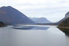 Piękny jezioro przy jesienią obrazy royalty free
