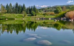 Piękny jezioro w południe Bułgaria zdjęcie stock
