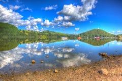 Piękny jezioro z jasną wodą i wzgórzami na spokojnym letnim dniu Ullswater Jeziorny Gromadzki Anglia w colourful HDR Obraz Royalty Free
