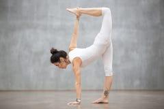 Piękny joga: Przyrodniej księżyc poza obrazy royalty free