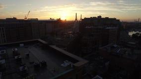 Piękny 4k trutnia panoramy powietrzny pejzaż miejski na jasnym błękitnym wieczór zmierzchu nad nowożytnym Boston w centrum budynk zdjęcie wideo