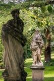 Piękny kamień rzeźbi w parku Tettuccio Terme zdrój fotografia royalty free