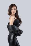 Piękny kobieta model jest ubranym rzemienną suknię Obrazy Stock