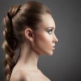 Piękny kobieta portret. Długi Brown włosy Zdjęcia Royalty Free