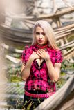 Piękny kobieta portret z ruchem punków uzupełniał i strój zdjęcie stock