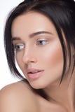 Piękny kobieta portreta twarzy studio odizolowywający na bielu obraz stock