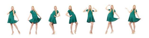 Piękny kobieta w ciąży w zieleni sukni odizolowywającej na bielu fotografia stock