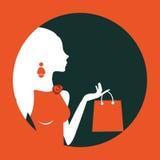 Piękny kobieta zakupy komponujący w okręgu Obrazy Royalty Free