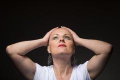 Piękny kobiety pacjent z nowotworem bez włosy obrazy royalty free