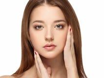 Piękny kobiety twarzy portret z Czystym Świeżym skóry zakończeniem up Skóry opieki Face zdjęcia royalty free
