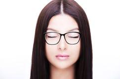 Piękny kobiety twarzy zakończenie w górę studia na białym tle zamknięte oczy Zdjęcie Royalty Free