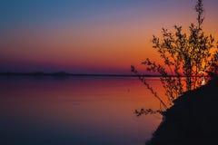 Piękny kolorowy półmrok na rzece obraz royalty free