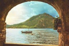 Piękny kolorowy panoramiczny waterscape Como jeziora linia brzegowa obraz royalty free