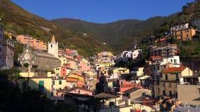 Piękny kolorowy pejzaż miejski na górach nad morzem śródziemnomorskim, Europa, Cinque Terre, tradycyjna Włoska architektura zdjęcie stock