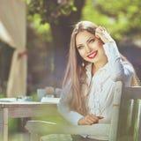 Piękny kolorowy stonowany portret zmysłowe młode kobiety z w ten sposób Zdjęcie Royalty Free
