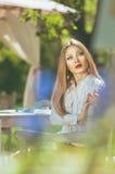 Piękny kolorowy stonowany portret zmysłowe młode kobiety z w ten sposób Zdjęcia Royalty Free
