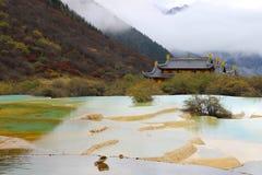 Piękny koloru żółtego i zieleni jezioro Fotografia Royalty Free