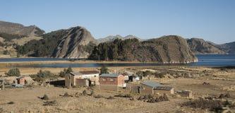 Piękny krajobraz Boliwia wzdłuż drogi San Pedro De Tiquina fotografia stock