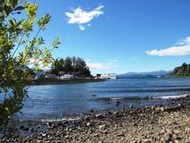 Piękny krajobraz góry, drzewa i przeważni jeziora w San Martin de los Andes, Argentyna Fotografia Royalty Free