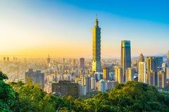 Piękny krajobraz i pejzaż miejski Taipei 101 architektura w mieście i budynek zdjęcie royalty free