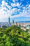Piękny krajobraz i pejzaż miejski Taipei 101 architektura w mieście i budynek fotografia stock
