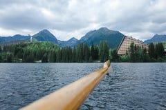 Piękny krajobraz na halnym jeziornym Strbske pleso - Wysoki Tatras w Sistani obraz stock