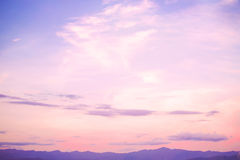 piękny krajobraz spokój i różany kwarcowy koloru filtr - obraz stock