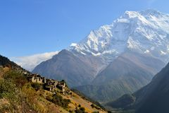 Piękny krajobraz w Annapurnas, himalaje obraz royalty free