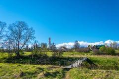 Piękny krajobraz z odbiciem biel chmurnieje w błękicie Zdjęcia Stock