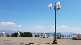 Piękny kwadrat z lamppost w słonecznym dniu w mieście Cagliari, Sardinia Italia Obrazy Stock