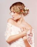 piękny kwiatów dziewczyny włosy ona Zdjęcie Stock