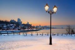 Piękny lampion z widokiem miasta przy nocą zdjęcie royalty free