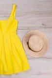 Piękny lato odziewa dla dziewczyny obrazy stock