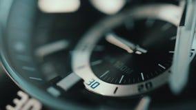 Piękny luksusowy makro- widok mężczyzna zegarek Czasu upływ zbiory wideo
