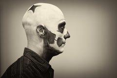 Piękny mężczyzna z kreatywnie makijażem dla Halloweenowego przyjęcia Obrazy Royalty Free