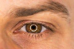 Piękny męski oka zakończenie fotografia stock