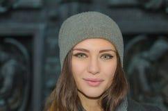 Piękny młoda dziewczyna portret w mieście zdjęcie royalty free