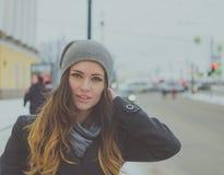 Piękny młoda dziewczyna portret w mieście zdjęcia royalty free