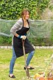 Piękny młodej kobiety ogrodnictwo Zdjęcie Stock