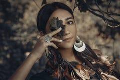 Piękny młody boho stylu kobiety outdoors portret Zdjęcia Stock