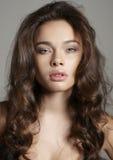 Piękny młody brunetki kobiety portret Obrazy Royalty Free