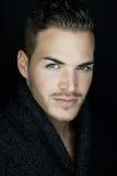 Piękny młody człowiek zdjęcia royalty free