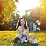 Piękny młody uśmiechnięty dziewczyna portret zdjęcie stock