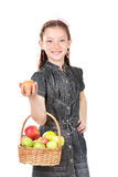 Piękny małej dziewczynki mienia kosz jabłka Zdjęcia Royalty Free