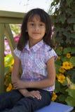 Piękny małej dziewczynki ono uśmiecha się fotografia stock